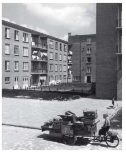 Door Bredero gebouwde woningen in de Amsterdamse uitbreidingswijk Bos en Lommer (1951)