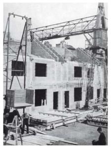 De wederopbouwwoningen in Geleen (1924).  Deze woningen en proefwoningen op fabrieksterrein in Maarssen, zijn identiek