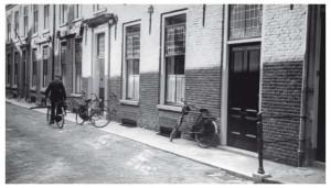 Het hoofdkantoor van Bredero's Bouw Bedrijf werd in 1936 gevestigd aan Achter Sint Pieter