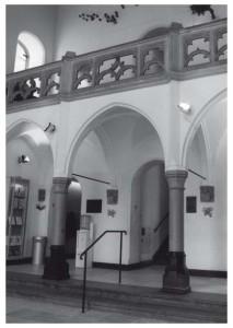 De hal van het Centraal Museum (Utrecht), ontworpen in 1916 in semi-middeleeuwse stijl