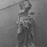 Hamburgerstraat 28 – De omzwervingen van een Vrouwe Justitia