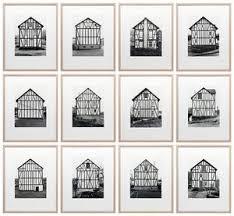 Bernd and Hilla Becher Fachwerkhäuser des Siegener Industriegebiet, 1959-1978, deel van fotoserie, elk 55 x 45 cm.