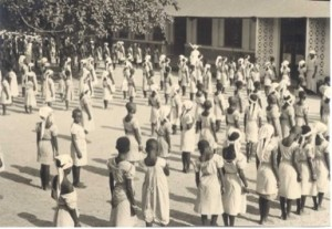 Playground of the girls' school Sainte Thérèse in Coquilhatville, in the fifties. From the personal collection of Sister Suzanne Carbonnelle (Daughters of Charity), Rochefort.