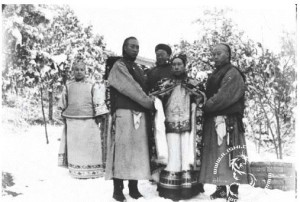 Picture 1.6 Lai Mayi and Empress Dowager CiXi -  The left first is Chen's wife