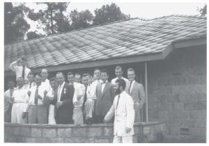 Koninginnedag 1957. Rector Van Berkel geridderd