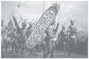 Dansende Mandobo-mannen begroeten bezoekers in Tanah-Merah
