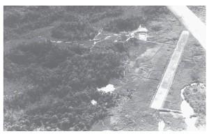 Luchtfoto van het basiskamp en vliegveld