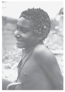 Sibiller met plakjes klei in het haar