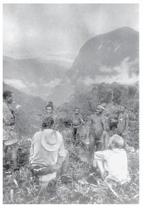 Bergbewoners met 'hun' eerste blanke bezoekers