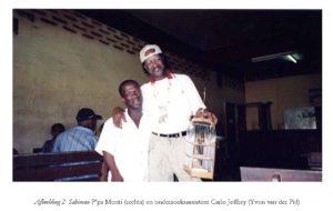 Afbeelding 2: Sabiman P'pa Monti (rechts) en onderzoeksassistent Carlo Jeffrey (Yvon van der Pijl)
